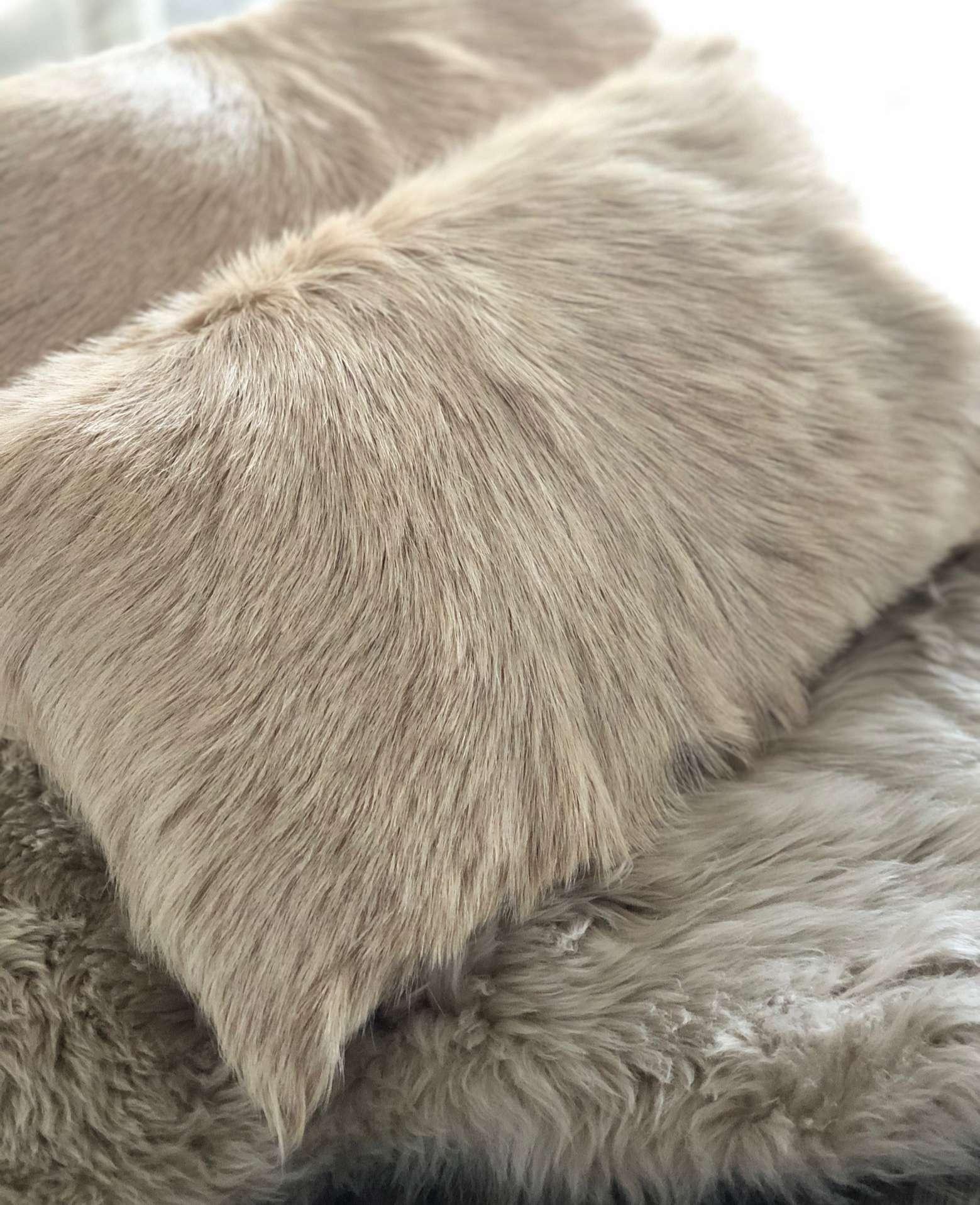 kissen dekokissen ziegenfell echt fell beige camel 50 30. Black Bedroom Furniture Sets. Home Design Ideas