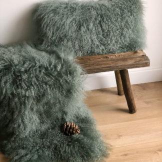 Kissen und Fell aus Tibet Lammfell evergreen grün sehr weich mongolisches Lammfell echt Fell Schaffell sehr edel kuschelig warm