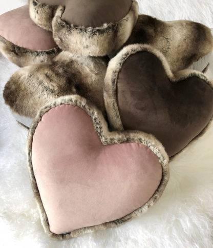 Kissenform Herz Herzkissen Herzform Kissen rosa Samtkissen rosa Herz mit Fell
