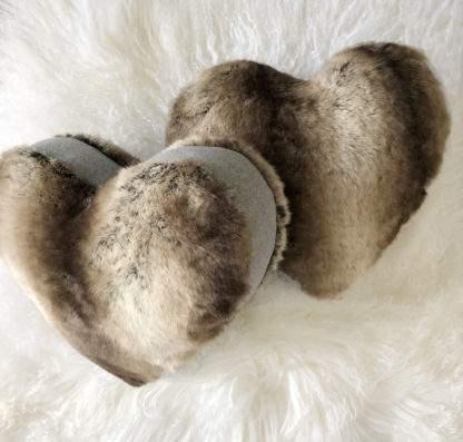 Kissen Herzform Fell Herzkissen Dekokissen Form Herz Fell edel steen design beige braun