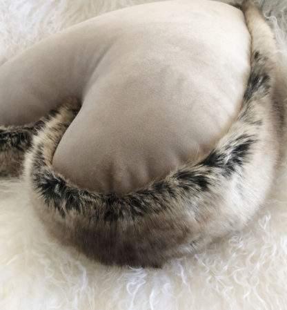 Kissen Herzform, Dekokissen Form Herz , Samt und Fell edel, steen design braun und hell beige