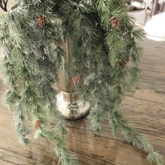 Tannenzweig Pinie Pinienzweig Weihachten Künstlicher Zweig verschneit mit Glitter in weiß 114 cm mit Zapfen
