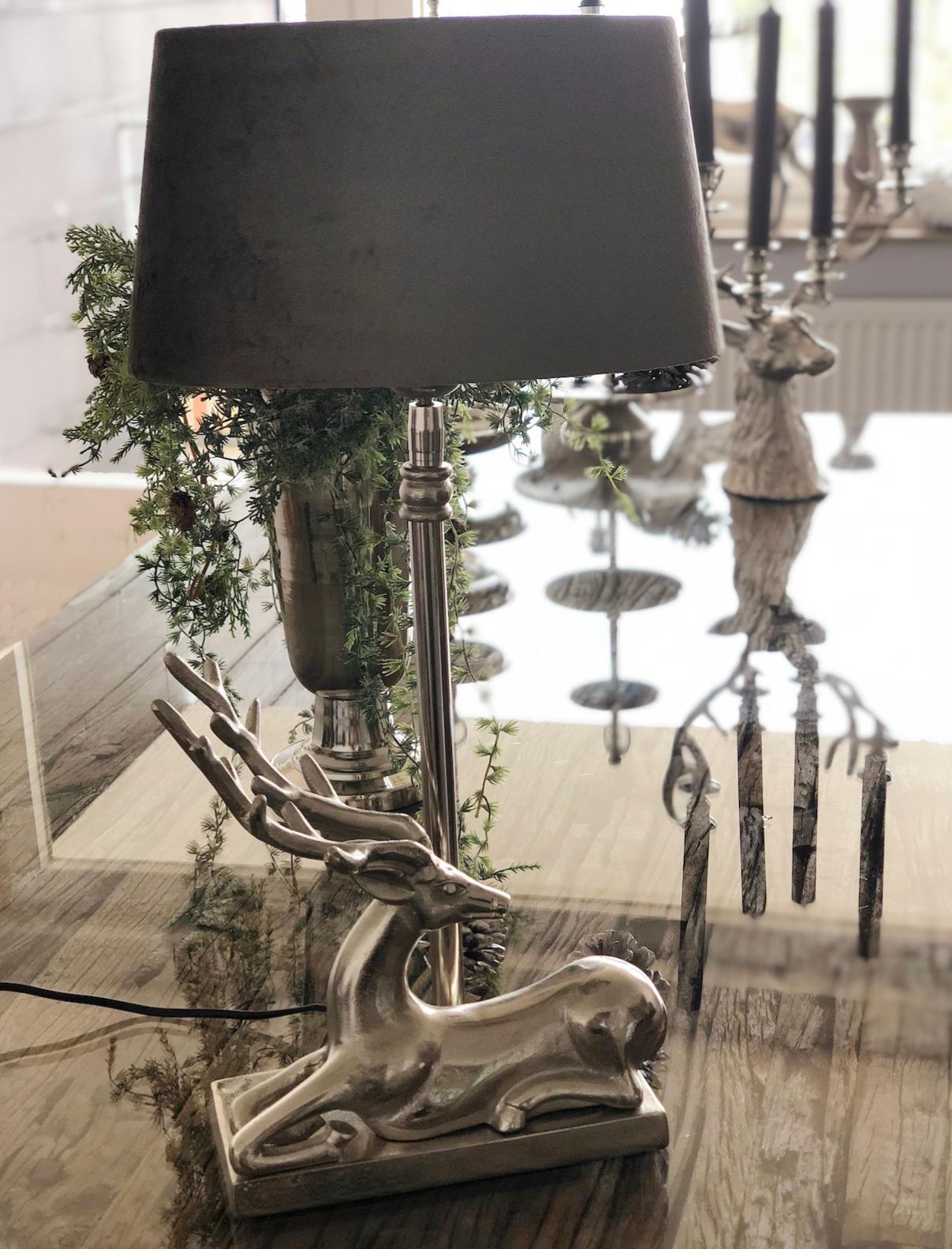 Tischlampe Hirsch Sitzend Hirschgeweih Silber Metall Beige Taupe