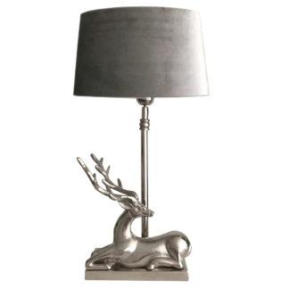 Tischlampe Hirsch sitzend Hirschgeweih silber Metall mit Velours Samt Lampenschirm beige taupe