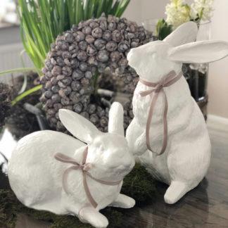 Hase weiß Osterhase weiß Hase Osterhase weiß stehend sitzend Dekohase Dekofigur Hase weiß mit taube Schleife Kaninchen weiß Polyresin Ostern Osterdekoration Ostereier