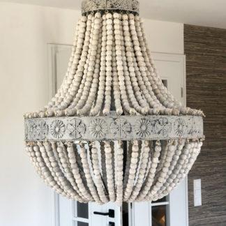 Hängelampe Kronleuchter Luna Holzperlen grau weiß verwischt Shabby Look Vintage Romantik 61 cm hoch light and Living Lampe