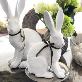 Hase Osterhase weiß mit langen Ohren sitzend sehr edel Shabby chic Dekofigur Osterhase Kaninchen weiß mit Schleife grün Ostern Osterdekoration