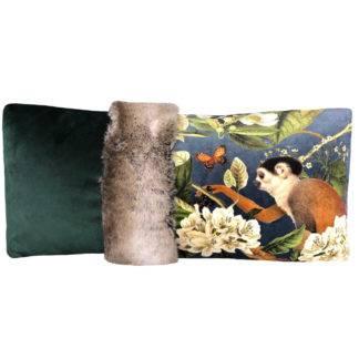 Kissen Samt mit Motiv Exotisch Affe Papagei Dschungel exotische Blumen in grün blau Rost 70x35 cm steen design