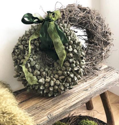Kranz Dekokranz Türkranz aus Kokos Knospen Blüten grün moosgrün rund Osterkranz grün Naturkranz grün Ø 40 cm Frühlingskranz Ostern Frühling