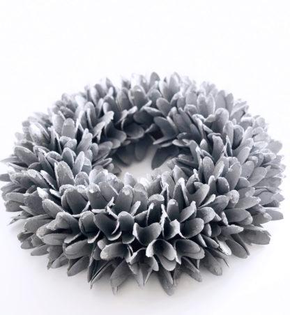 Kranz Naturkranz aus Holzblättern Blütenblättern in silber grau mit Glimmer Staub Ø36 cm Türkranz Wandkranz