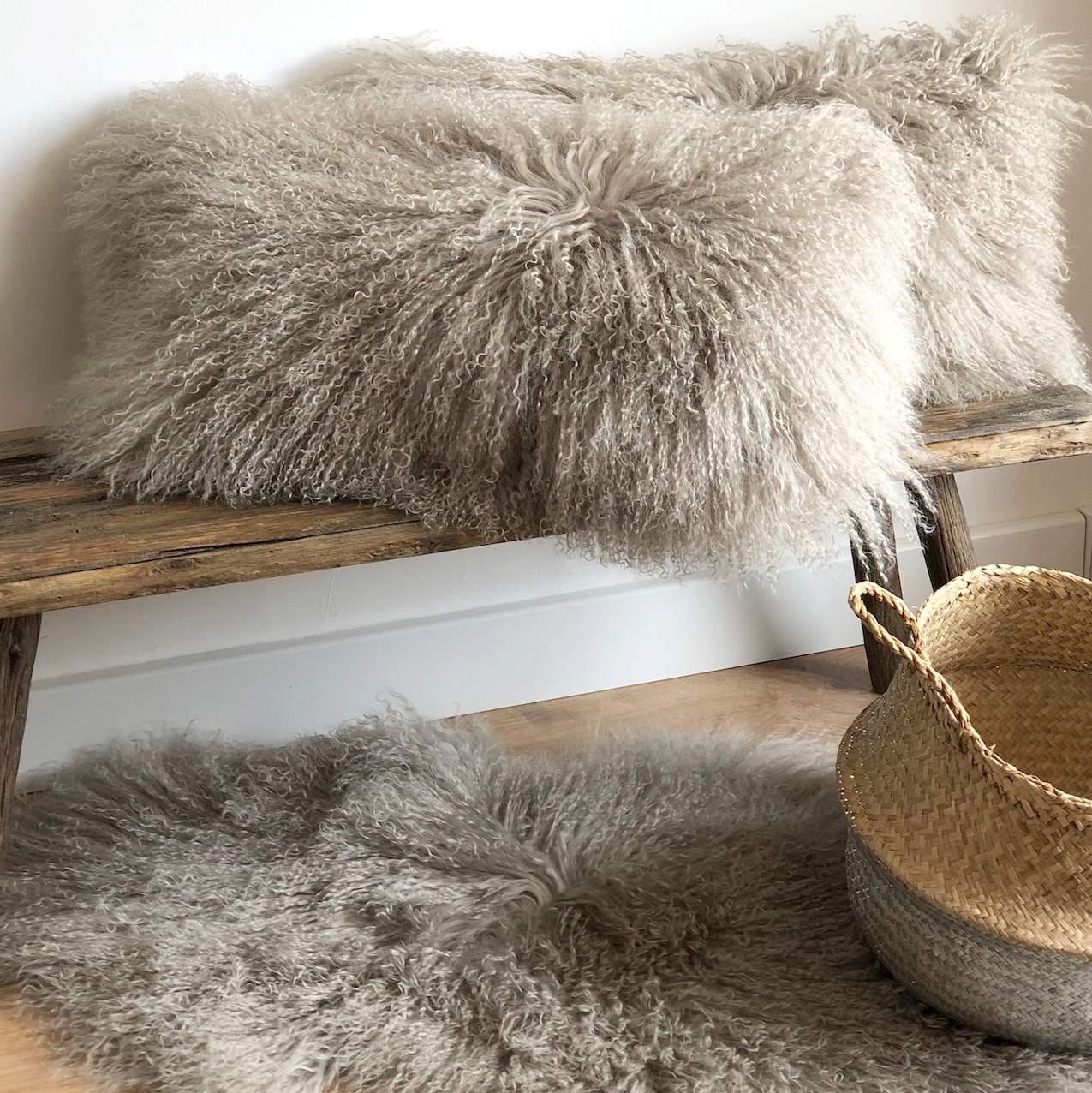 Kissen Tibet Lammfell taupe beige extra weich mit Inlett 56x28cm