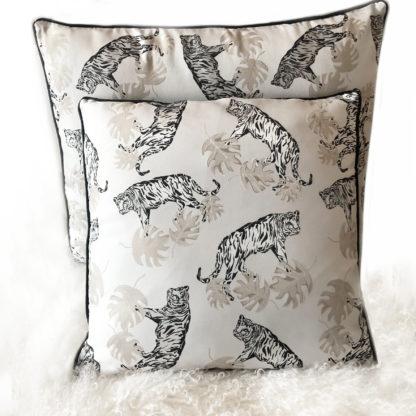 Kissen weiß beige schwarz Tiger edel Dschungel Tiger Tierkissen Samt schwarz mit Keder edel Tiger Leopard Raubkatze Safari Kissen