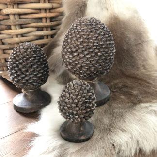 Dekozapfen Pinienzapfen auf Ständer Tannenzapfen Pinie Zapfen Eichel braun auf Ständer Shabby chic XXL in drei Größen
