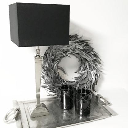 Tischlampe schwarz silber mit quadratischem Lampenschirm schwarz Chintz-Stoff Tischlampe schwarz silber Lampenfuß silber quadratisch Metall Edelstahl aluminium Licht Luxus Tischleuchte