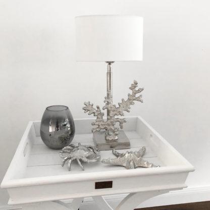 Tischlampe Koralle silber Lampenfuß Koralle mit weißen Lampenschirm oval Leuchte Motiv Koralle Sommer Dekoration Licht Martim mediterran Dekoration Sylt Stil