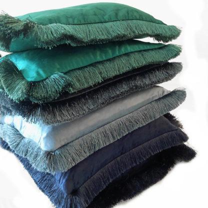 Kissen Samt Velour blau türkis hellblau mit Fransen edel Luxuskissen blau türkis Blautöne Dekokissen blau 45 cm mit Inlett Sommerkissen
