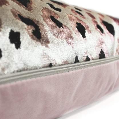 Kissen Samt Leopard Tiger Muster rosa beige Luxus Kissen rosa VON DER MARKE SCATTER BOX animal print Dschungel Safari Wildnis Dschungel Buch Leopard