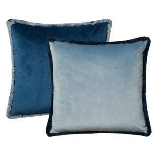 Kissen blau Samt Wendekissen Millana Dekokissen Velvet blau hellblau dunkelblau Sommerkissen Wendekissen mit Keder aus Fransen Kuschelkissen