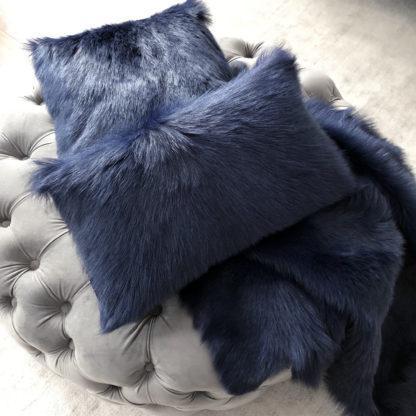 Kissen Ziegenfell marine blau dunkel blau echt Fell echtes Ziegenfell Dekokissen mit Echt Fell Fellkissen Ziegenfell