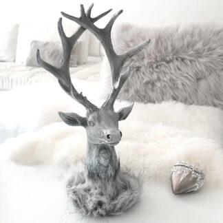 Hirschkopf mit Fell Polyhirschkopf grau silber weiß mit Fell Fellimitat braun beige Dekofigur grau Hirschgeweih grau zum Hinstellen Hirsch Jäger Jagd Trophäe Weihnachtsdekoration Chalet Landhaus Hüttenstil