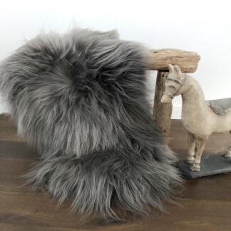 Fell Island Lammfell Schaffell echt Fell langes Haar donker taupe grau sehr weich premium Qualität