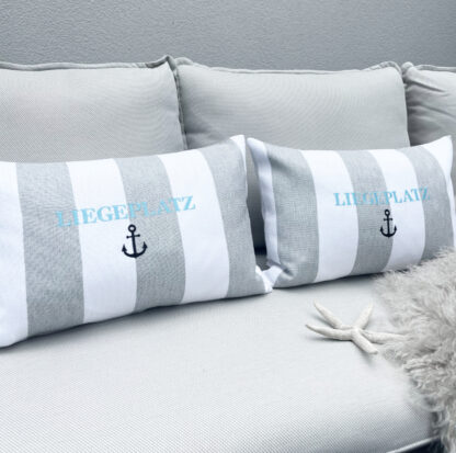 Dekokissen gestreift weiß grau Sommerkissen bestickt mit Motiv Liegeplatz türkis Leinenkissen Sommerdekoration Kissen für Terrasse Outdoor Beach House Kissen