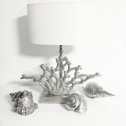 Tischlampe Koralle silber mit Lampenschirm weiß oval edel Sommer Mediterran Sommerdekoration Strand Meer