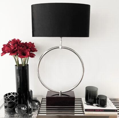 Tischlampe Kreis rund auf Fuß schwarz Lampenschirm schwarz Velours XL edle Tischlampe Luxus Licht Dekoration