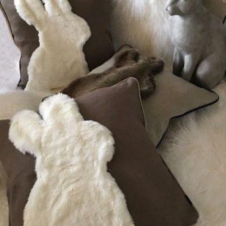Kissen Dekokissen Hase Osterkissen mit Motiv Hase Osterhase braun weiß Fell