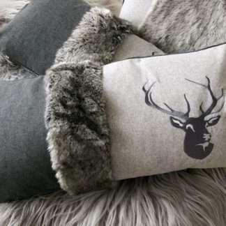 Luxus Kissen Dekokissen Hirsch Hirschgeweih grau anthrazit mit Fell und Hirsch bestickt, sehr edel, steen design