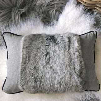 Luxus Kissen echt Fell Hasenfell Kaninchenfell rabbit Fellkissen Rex rabbit grau Handarbeit stehen design