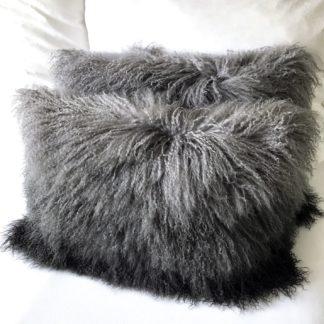Kissen Tibet Lammfell grau anthrazit Verlauf Ombre mongolisches Schaffell Langhaar sehr weich Lammfell echt Fell silber grau beige 40 cm 50 cm