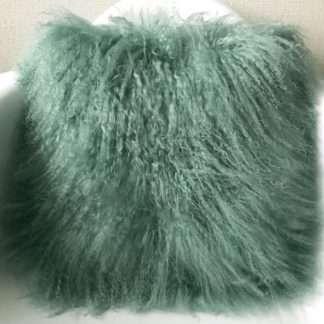 Kissen Tibet Lammfell grün echt Fell Schaffell sehr weich grün evergreen Schaffell Kissen grün von auskin