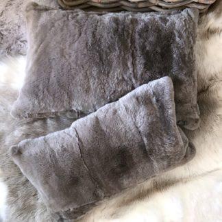Luxus Kissen Fellkissen Hasenfell Kaninchenfell Rex Rabbit hell grau anthrazit beige nude taupe sehr edel the organic sheep