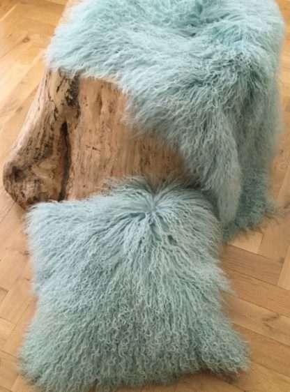 Kissen Tibet Lammfell mongolisches Schaffell Langhaar sehr weich Lammfell echt Fell Türkis hell türkis mit Inlett 35x35 cm oder 40x40 cm