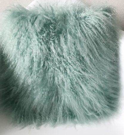 Kissen Tibet Lammfell mongolisches Schaffell Langhaar sehr weich Lammfell echt Fell Türkis hell türkis mit Inlett 35x35 cm