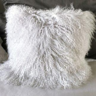 Kissen Tibet Lammfell grau hell grau pudergrau mongolisches Lammfell von Auskin sehr weiches Fell Tierfell Kissen 35 cm echt Fell Langhaar Fell